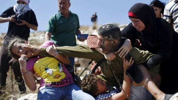 Palestian girl attacked IDF
